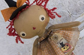 081911 ROA8-18 Halloween Lil Girl Annie orange gingham closeup