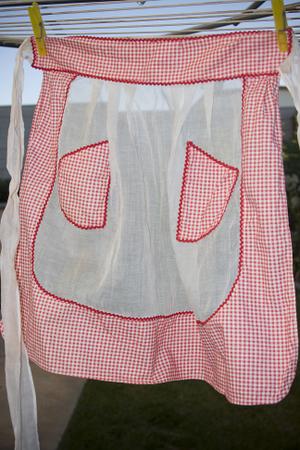 Vintage_apron_giveaway_2
